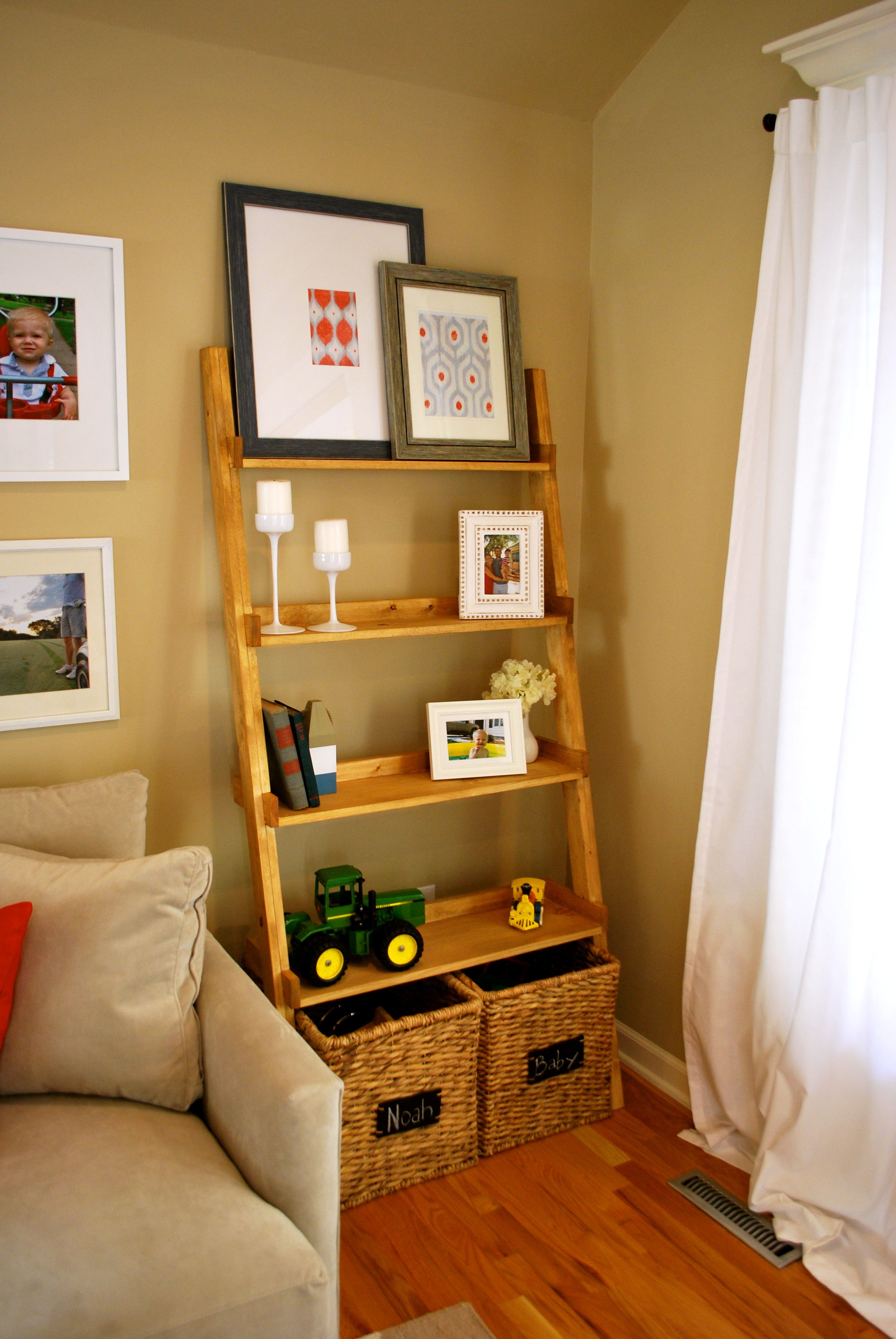 Diy ladder bookshelf an easy weekend project the suburban urbanist - Diy living room shelf ideas ...